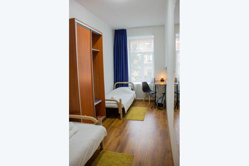 Комфортная комната с 2 кроватями, 7-я линия Васильевского острова, 40, Санкт-Петербург - Фотография 1