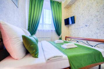 2-комн. квартира, 62 кв.м. на 5 человек, улица Цвиллинга, 40, Челябинск - Фотография 1