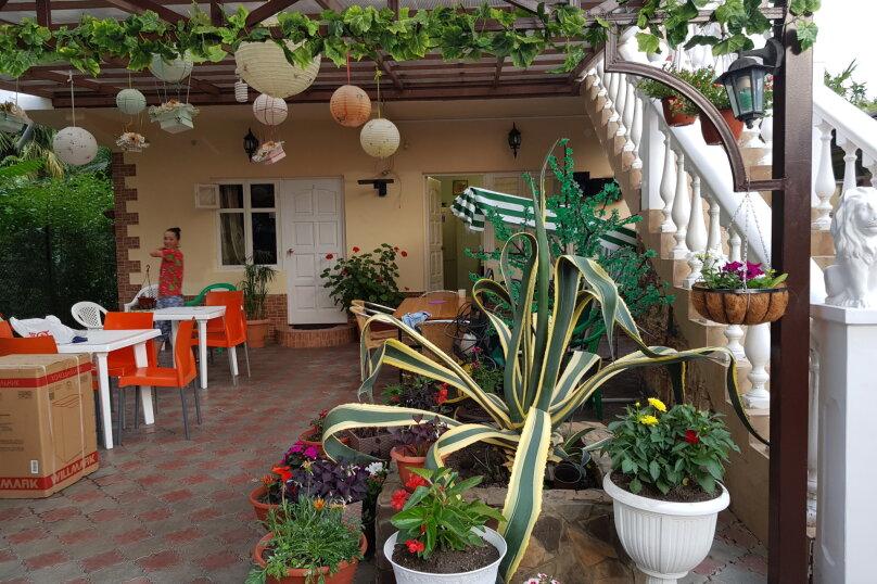 """Гостевой дом """"Аделина"""", Цветочная улица, 6 на 10 комнат - Фотография 1"""