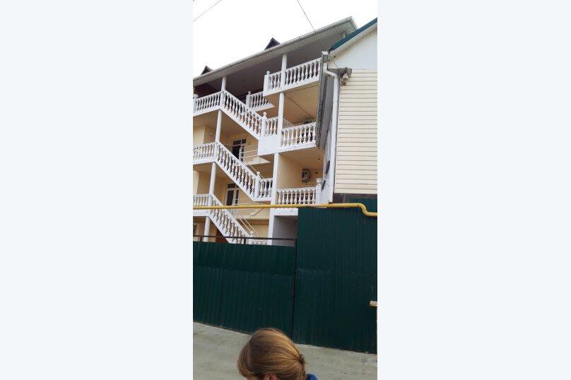 Гостиница 1143818, Керченская улица, 12А на 22 комнаты - Фотография 2