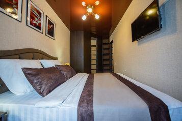 2-комн. квартира, 62 кв.м. на 4 человека, улица Сони Кривой, 55, Челябинск - Фотография 1