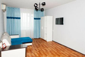 2-комн. квартира, 48 кв.м. на 6 человек, уральская улица, 168, Краснодар - Фотография 1