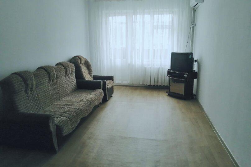 2-комн. квартира, 46 кв.м. на 4 человека, улица Мирошника, 8, Керчь - Фотография 1