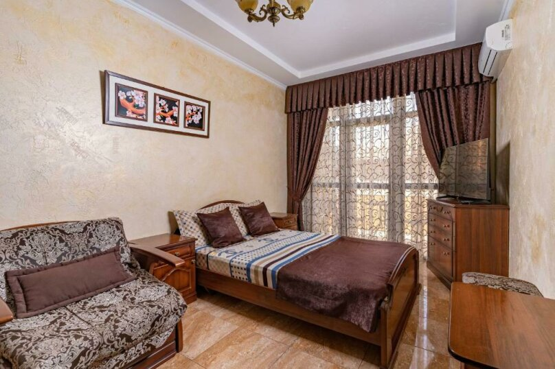 Трехместный номер с собственной ванной комнатой и балконом, Черноморская улица, 1, Дивноморское - Фотография 1