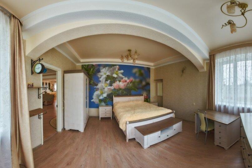 Дом , 600 кв.м. на 12 человек, 7 спален, с. Павловка, Переулок Лебединый, 22, Орлиное - Фотография 2