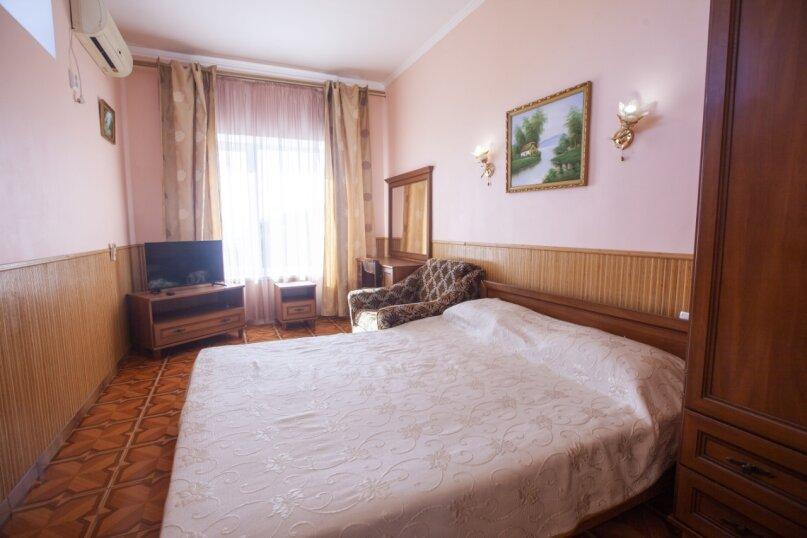 Гостевой дом Крымский, Советская улица, 16А на 14 комнат - Фотография 31