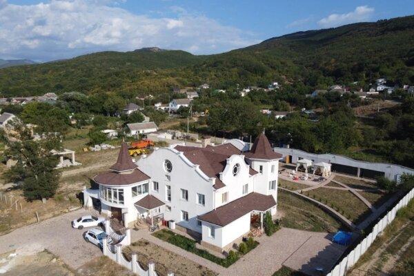 Дом , 600 кв.м. на 12 человек, 7 спален, с. Павловка, Переулок Лебединый, 22, Орлиное - Фотография 1