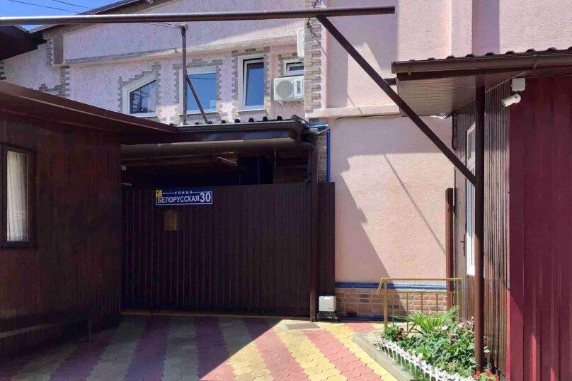 """Гостевой дом """"Софи Мими"""", Белорусская улица, 30 на 16 комнат - Фотография 1"""