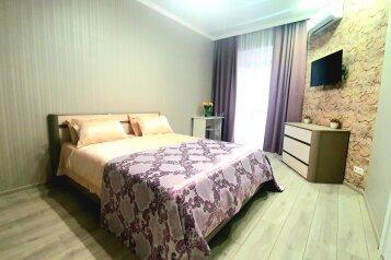 1-комн. квартира, 43 кв.м. на 3 человека, набережная Адмирала Серебрякова, 79Б, Новороссийск - Фотография 1