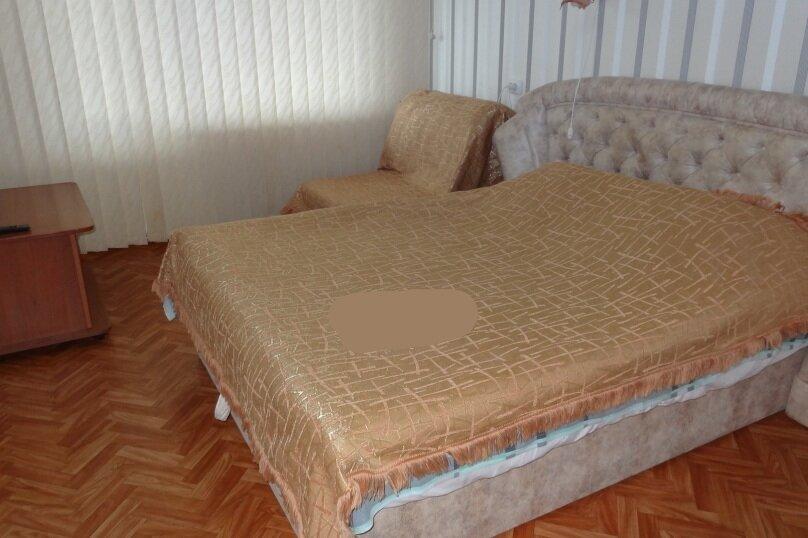 1-комн. квартира, 34 кв.м. на 3 человека, улица Клары Цеткин, 19, Керчь - Фотография 1