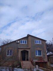 Первый этаж в двухэтажном доме, 100 кв.м. на 10 человек, 3 спальни, село Елизаветово, Первомайская улица, 33, Евпатория - Фотография 1