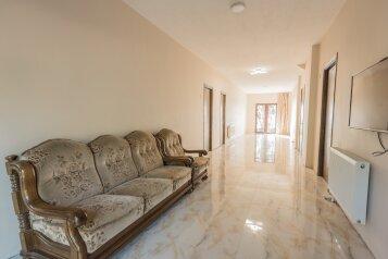 Дом, 150 кв.м. на 10 человек, 3 спальни, Кавтарадзе, 83, Батуми - Фотография 1
