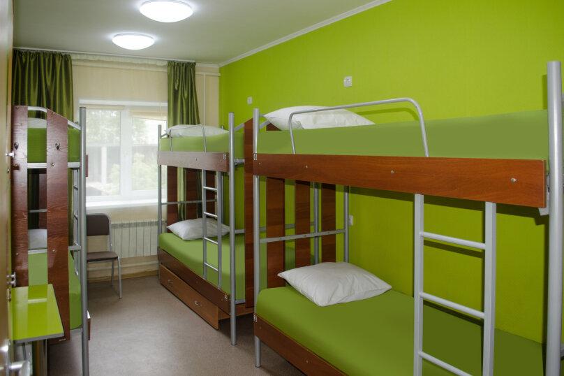 Место в шестиместном номере эконом., проспект Карла Маркса, 84А, Омск - Фотография 1
