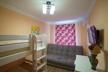 3-комн. квартира, 80 кв.м. на 6 человек, улица Ленина, 10, поселок Орджоникидзе, Феодосия - Фотография 1