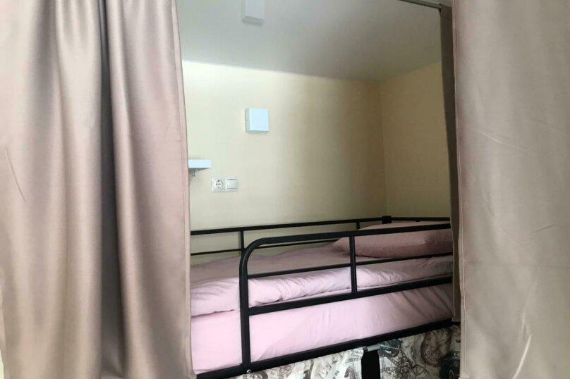 Верхнее спальное место на двухъярусной кровати в общем номере для женщин, Ольштынская, 54, Калининград - Фотография 1