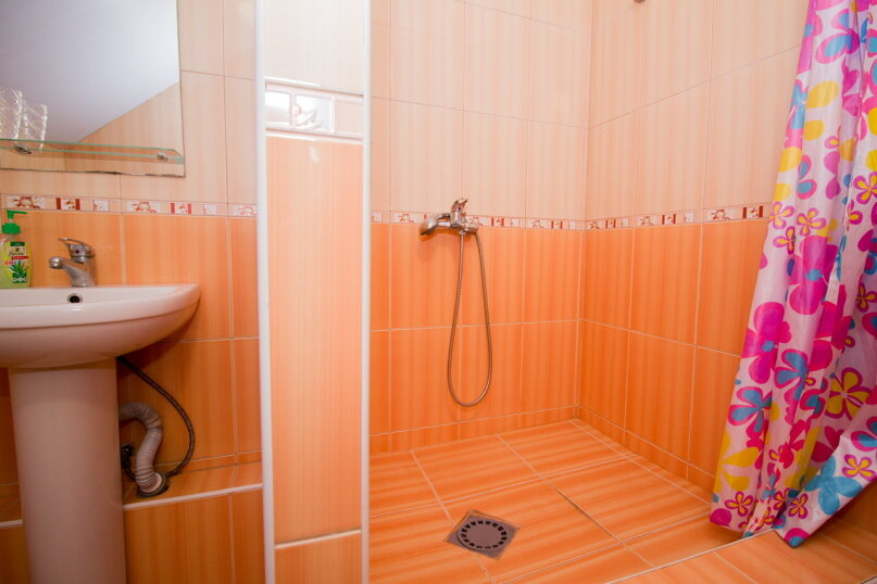 """Гостевой дом """"Лилия"""", Прибрежный переулок, 1а на 9 комнат - Фотография 17"""