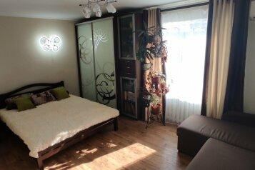 2-комн. квартира, 42 кв.м. на 5 человек, улица Снежковой, 20, Алушта - Фотография 1