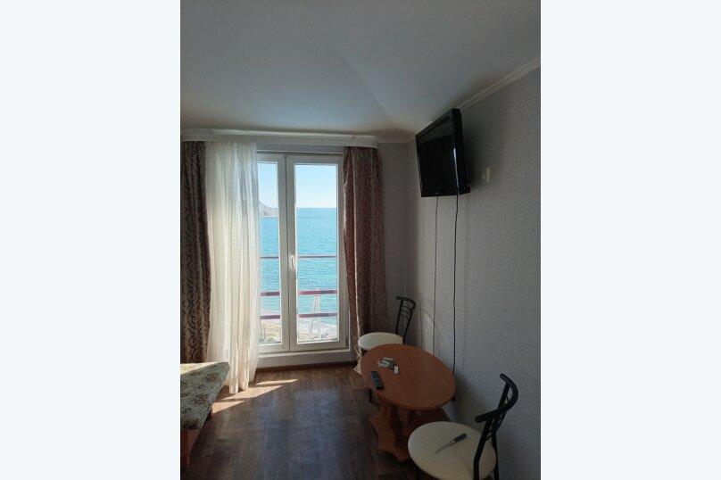 Четырехместный номер с видом на море, Кипарисовая улица, 5, поселок Орджоникидзе, Феодосия - Фотография 1