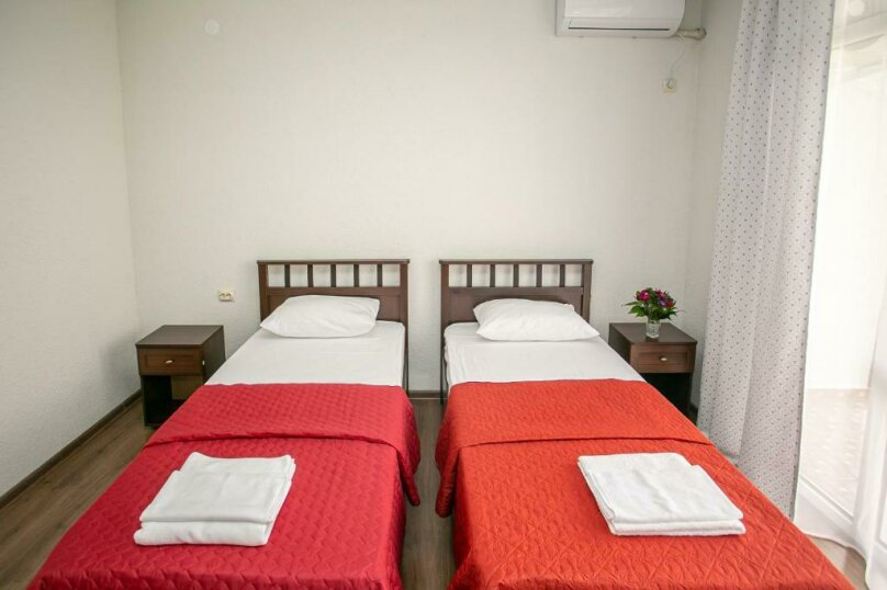 Двухместный с двумя отдельными кроватями, улица Анатолия Возба, 41, Гудаута - Фотография 1