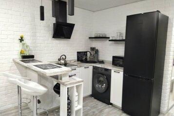 Мансарда-студия 2 этаж частного дома, 28 кв.м. на 3 человека, 1 спальня, Тупиковая улица, 22, поселок Приморский, Феодосия - Фотография 1
