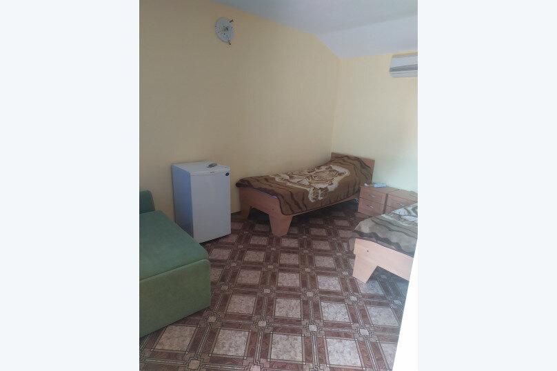 Стандарт 2-х местный с двумя кроватями, улица Фрунзе, 22А, Черноморское - Фотография 1