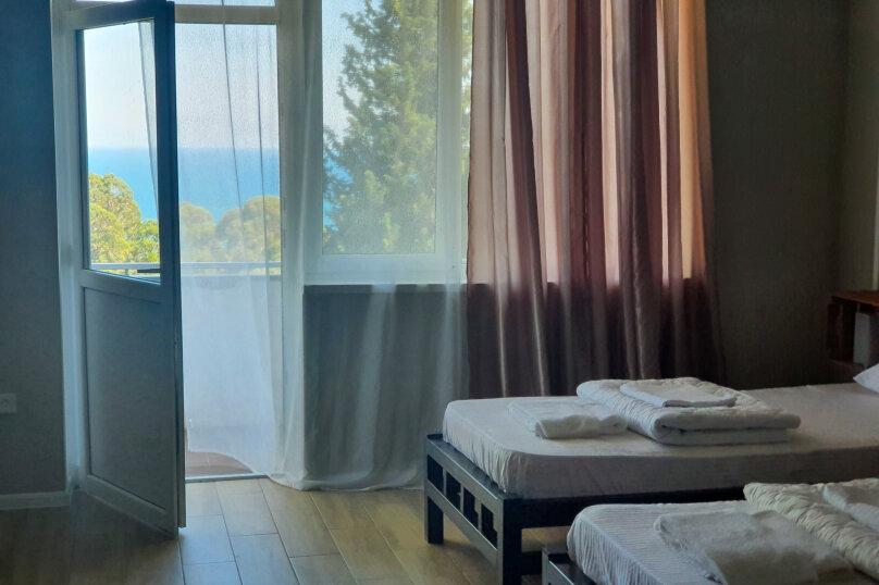 Номер с двумя раздельными кроватями и балконом, видом на море, Курортная улица, 22, Новый Афон - Фотография 1
