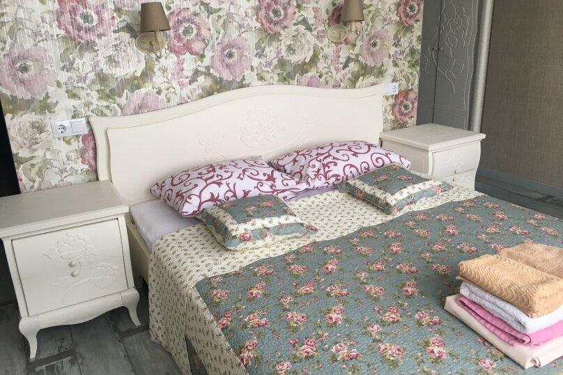 1-комн. квартира, 68 кв.м. на 4 человека, петербургская, 25в, Казань - Фотография 1