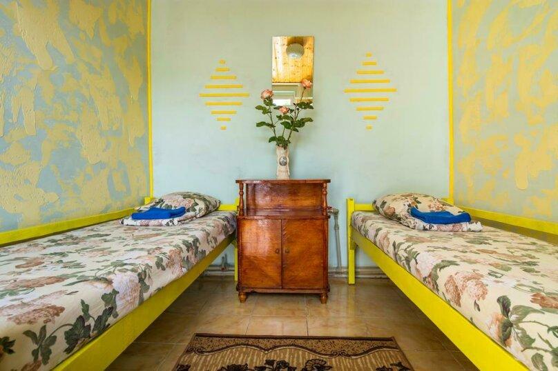 Двухместный номер с двумя кроватями, улица Лизы Чайкиной, 4, Севастополь - Фотография 1