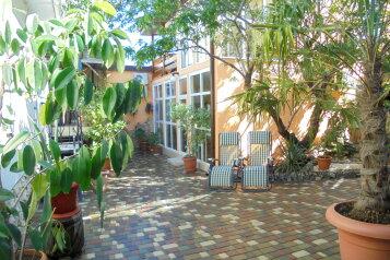 Четырехкомнатный двухэтажный дом у миндального дерева., 112 кв.м. на 10 человек, 4 спальни, Военно-морской переулок, 7, Феодосия - Фотография 1