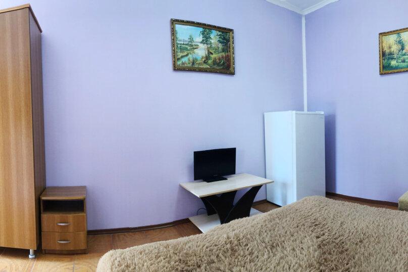 Двухместный номер с одной двухспальной кроватью и  кондиционером, улица Чкалова, 30Б, Адлер - Фотография 1
