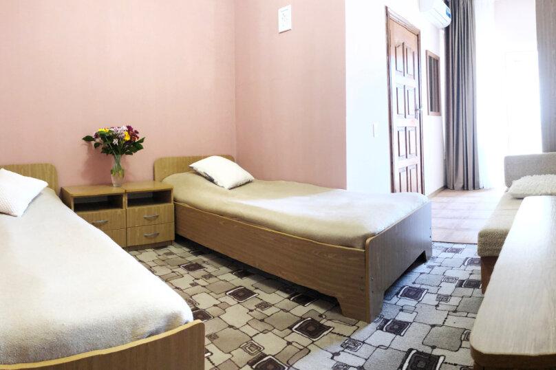 Двухместный номер с двумя односпальными кроватями без кондиционера, улица Чкалова, 30Б, Адлер - Фотография 1