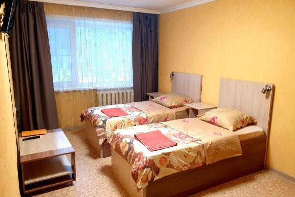 1-комн. квартира, 37 кв.м. на 5 человек, проспект Дзержинского, 17к2, Архангельск - Фотография 1