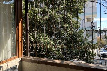 1-комн. квартира, 32 кв.м. на 2 человека, Садовая улица, 30, Ялта - Фотография 1