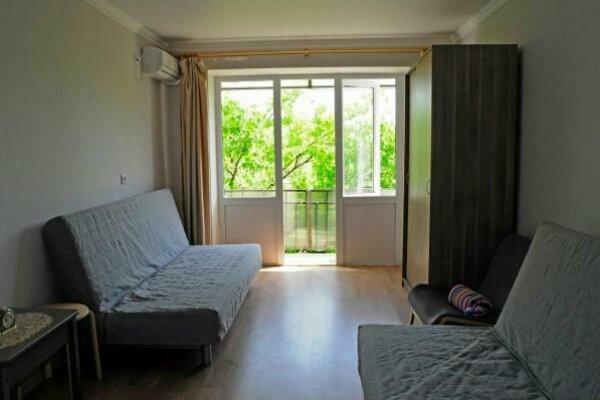 1-комн. квартира, 35 кв.м. на 4 человека, улица Генерала Дбар, 17, Сухум - Фотография 1