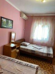 Двухкомнатный коттедж на 3 человека.Второй этаж., 30 кв.м. на 3 человека, 1 спальня, мартынова, 31, Морское - Фотография 1