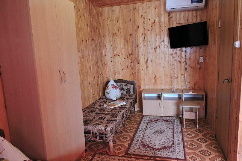 Трехместный номер №2 с общим открытым балконом, Азовская улица, 1, ПК Кавказ, Голубицкая - Фотография 1