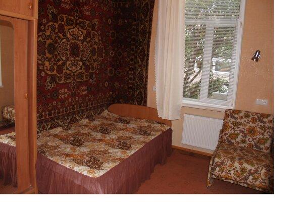 2-комн. квартира, 35 кв.м. на 5 человек, улица Саранчева, 20, Алушта - Фотография 1