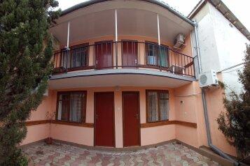 """Гостиница """"Кипарис"""", Красный переулок, 28 на 5 комнат - Фотография 1"""