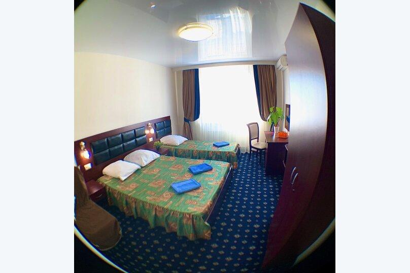 Улучшеный номер трехместный с доп местом, улица Горького, 25, Витязево - Фотография 1