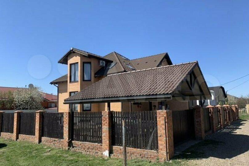 Дом, 440 кв.м. на 10 человек, 5 спален, Абрикосовая улица, 18, Краснодар - Фотография 1