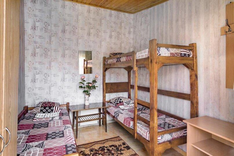Трехместный номер с тремя раздельными кроватями, улица Лизы Чайкиной, 4, Севастополь - Фотография 1