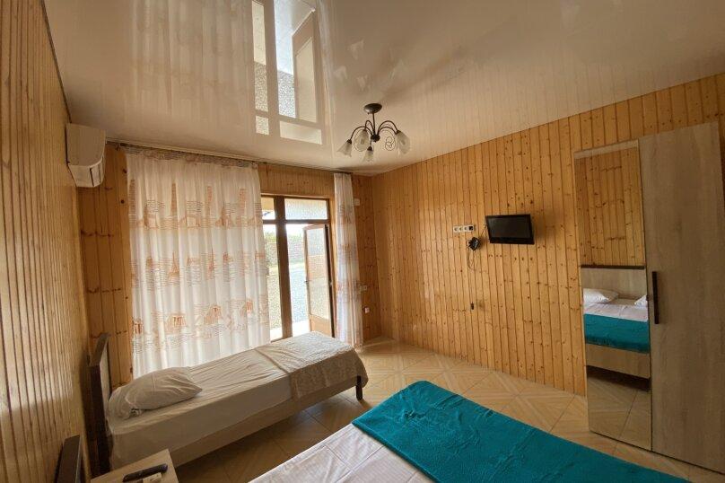 Гостиница 1145459, Приморская улица, 3 на 4 комнаты - Фотография 27