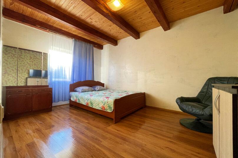 Семейный люкс с балконом, Молодёжная улица, 41, Солнечногорское - Фотография 1
