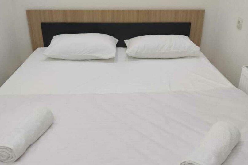 Номер с удобствами и тв (с двухспальной кроватью), улица Футболистов, 97, Симферополь - Фотография 1