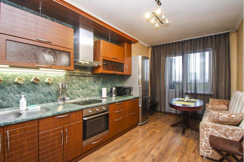 2-комн. квартира, 69 кв.м. на 5 человек, Университетская улица, 31, Сургут - Фотография 1