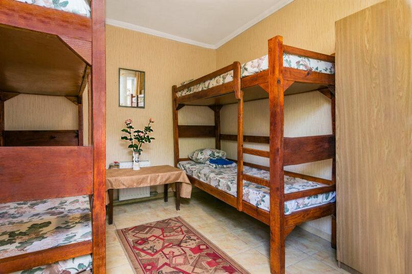 Кровать в общем 4-х местном номере для мужчин и женщин , улица Лизы Чайкиной, 4, Севастополь - Фотография 1