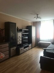 2-комн. квартира, 47 кв.м. на 5 человек, улица Василия Сурикова, 22, Алупка - Фотография 1