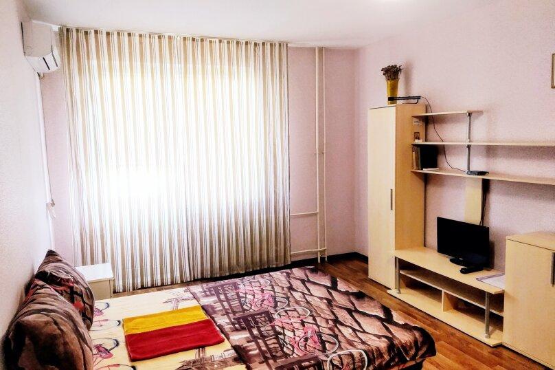 1-комн. квартира, 38 кв.м. на 4 человека, улица Валерия Гассия, 14, Краснодар - Фотография 1