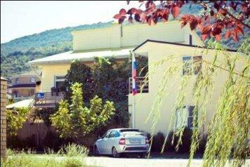 Гостевой дом Солнечный, Таманский проезд, 9 на 12 комнат - Фотография 1