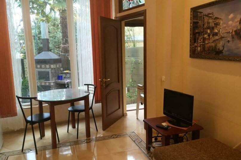 Гостевой дом  с двориком  студия №2 пляж чистый, 22 кв.м. на 3 человека, 1 спальня, Поликуровская улица, 5, Ялта - Фотография 1